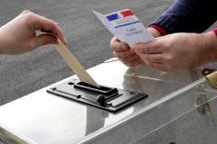 Illustration sur le vote - carte d'Žlecteur & enveloppe & boite transparente
