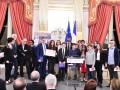Audrey Pulvar et Pascal Lesselingue, à gauche, ont décerné le Prix Démocratie Jeunesse aux représentants du Conseil Départemental des Collégiens de la Haute-Garonne ©PhotoAlezane-Anet Carricart